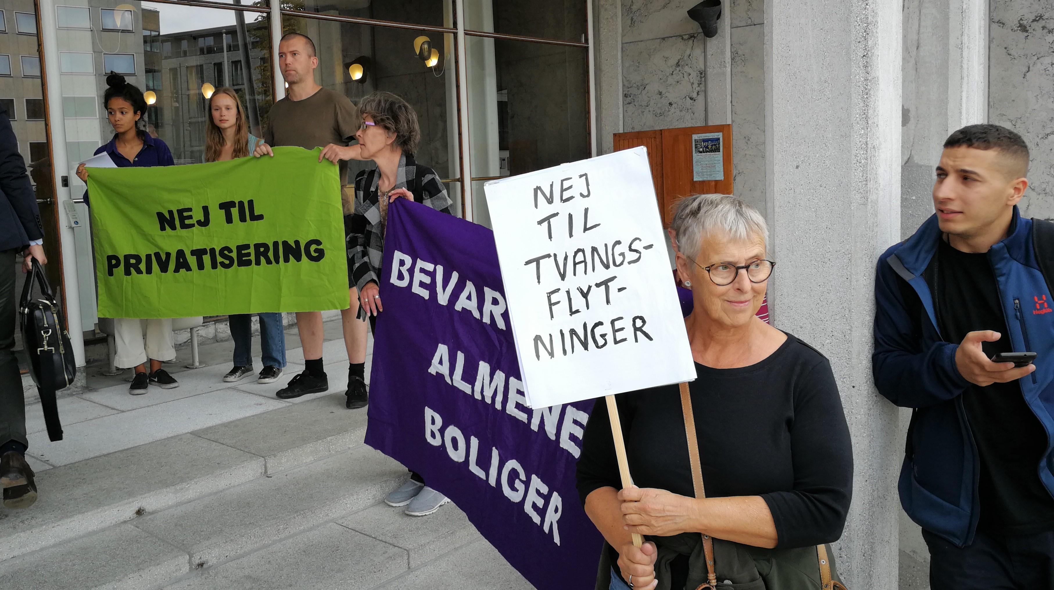 Protest mod nedrivning af almene boliger og tvangsflytning, foran Aarhus Rådhus d. 22.8.2018