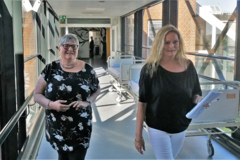 Else Kayser og chefjordemoder Joan Dürr på Aarhus Universitetshospital