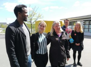 Abdinasir Jama og Anett Sällsäter Christiansen med Pernille Skipper